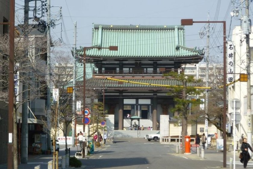 Entrance to the Nitaiji along the picturesque streets