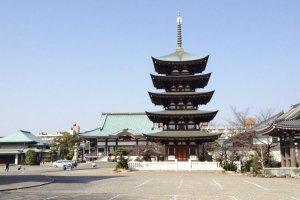 The wide precincts of Nitaiji
