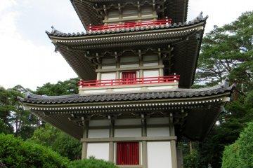 Пагода в саду