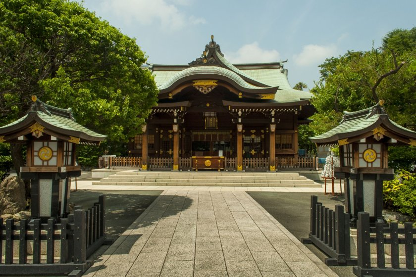 Rokugo-Jinja\'s main building is nicely decorated with plenty of gold leaf.