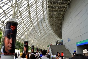 Dramatic displays of team members on the pillars of Tokyo Dome