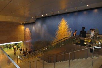 Art accompanying escalator