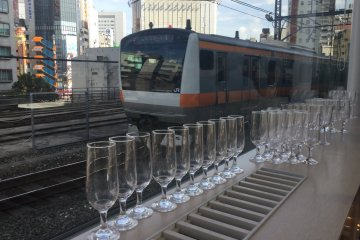 วิวยามราตรีของเมืองคงจะดีสำหรับมานั่งดื่มไวน์ชมวิว