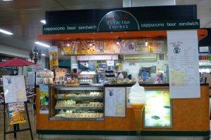 신칸센쪽 역 2층에는 에스타시온 엑스레스 (Estacion Express) 식당이 있다