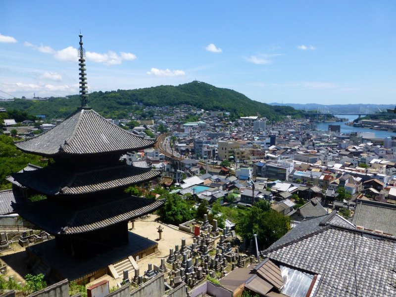 An excellent viewing spot of the houses which cling to Onomichi's hillsides