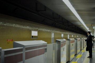 Waist high platform security barriers
