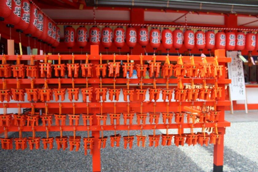 红色是稻荷大社的主色调