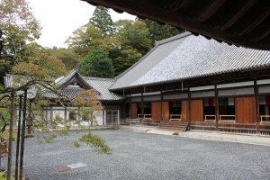 Внутренний двор храма