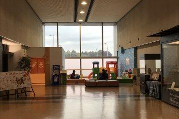 สนามบินแห่งนี้เป็นมิตรต่อเด็กเล็กมาก มีสนามเด็กเล่นและพื้นที่ที่เงียบสงบสำหรับให้อาหารเด็กเล็กของคุณ