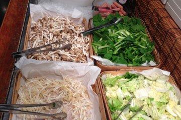 <p>เครื่องประกอบของชาบูชาบู (เอาไปที่โต๊ะของคุณ แล้วลวกกิน)</p>