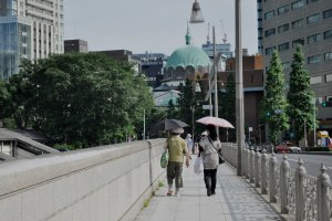 Walking towards Nikolai-do from Yushima Seido