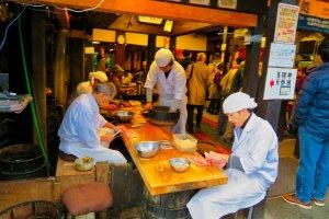 Cutting eel on Omotesando road