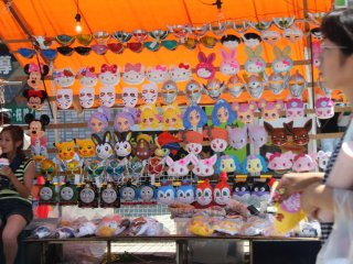 """La plupart des enfants aime porter ces masques appelés """"omen"""" en japonais"""