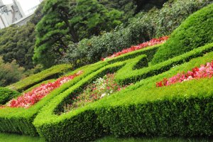The shrubbery and floral display is kept in pristine shape, even during midway periods of popular flower seasons