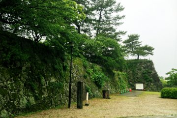 <p>Protective Wall around Saga Castle</p>