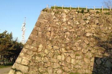 <p>Wall at Saga Castle</p>