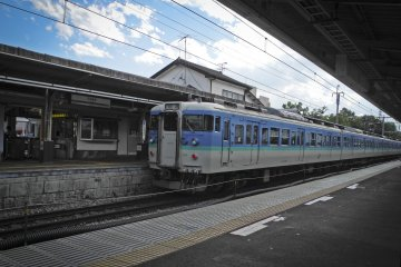 <p>รถไฟท้องถิ่น</p>