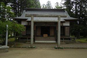 Ngôi đền Aiki trang nghiêm và khu rừng bảo vệ