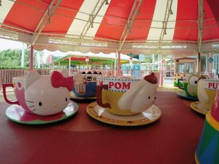The teacup ride - Hello Kitty, Pompompurin and more!