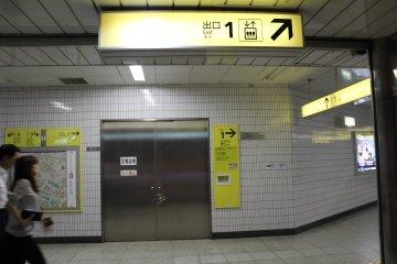 从东京地铁的六本木一丁目出来五分钟路程