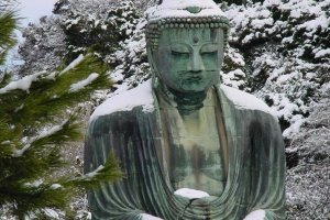Daibutsu in the snow. Also rare