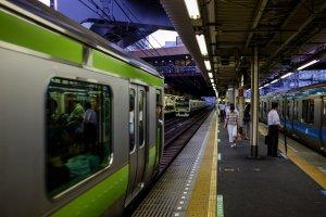 Hamamatsucho Station platforms