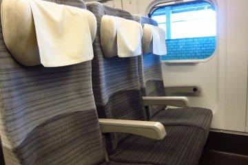 <p>Cushioned seats</p>