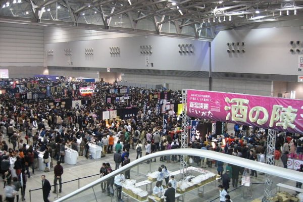 니이가타 사케노진은 토키 메세 컨벤션 센터에서 열린다.