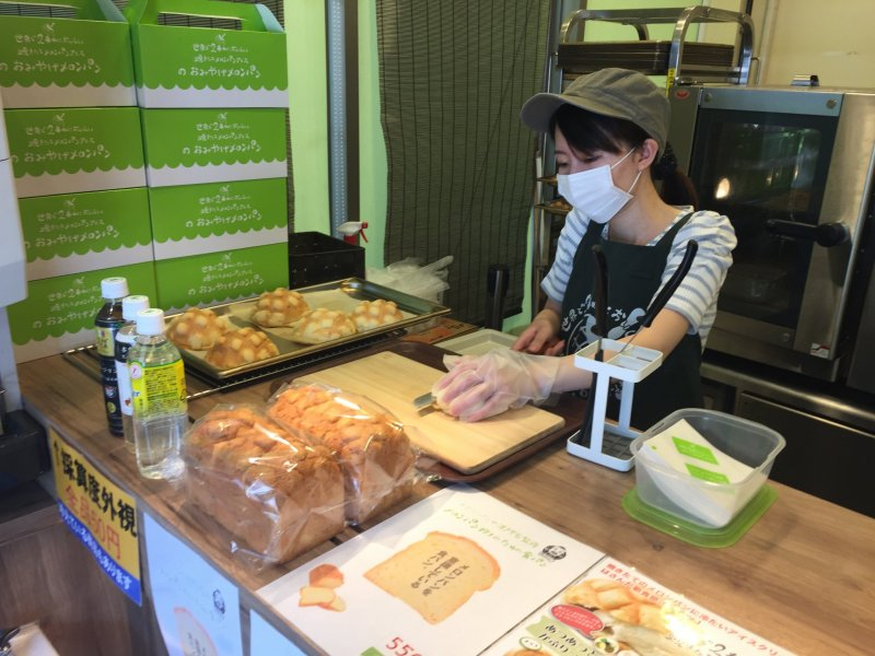Delicious, fresh melon pan being sliced