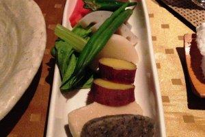 Nhiều loại rau Nhật bản với tương miso