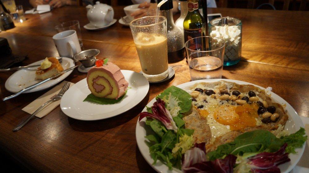 Những chiếc bánh galettes được đánh giá cao của họ và nhiều món khác sử dụng những loại đậu đặc biệt của Nhật Bản sắp bị tuyệt chủng