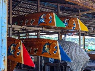 매년 열리는 오우지마 하아리 보트 경주를 위해 보관된 보트들