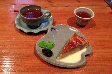 Ringo to Budou no Ki Cafe in Kurume