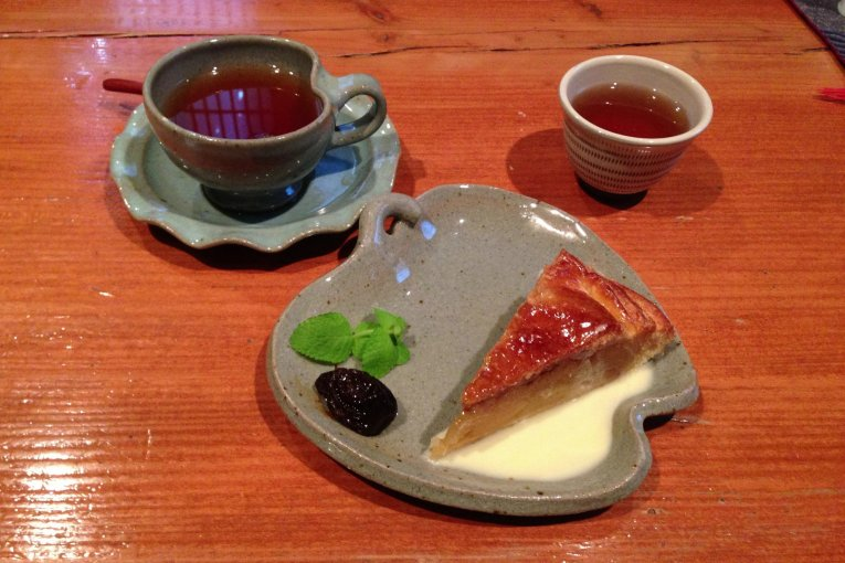 Kafe Ringo to Budou no Ki di Kurume
