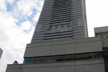 Здание Landmark Tower