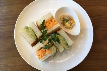 Tasty sandwiches are available at Isshikido