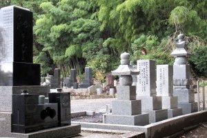 Кладбище в Сендае, возле храма Дзуиходэн