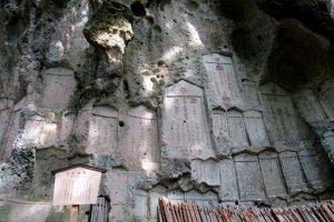 Высеченные в скале памятники, Ямадэра