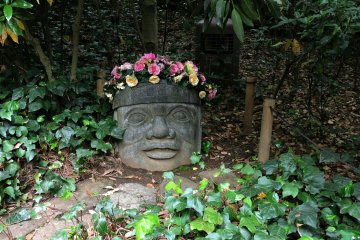 'Tribal' sculpture and flowers