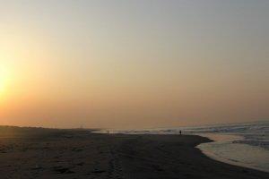 Восход на побережье океана