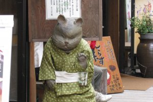 Манэки нэко в кимоно из ткани