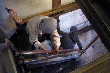 Узкие и крутые лестницы замка