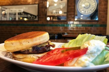 The special Hiroo Burger, sandwiched between two fluffy pancakes!