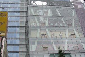 Крупный магазин AOKI в Акихабаре