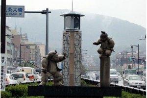 牛若丸和弁庆决斗的纪念碑