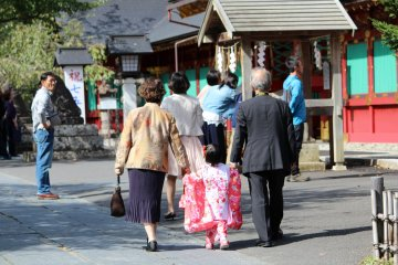 A girl with grandparents heading to Shiogama Shrine