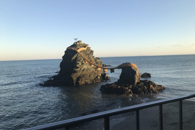 Мэото Ива при отливе