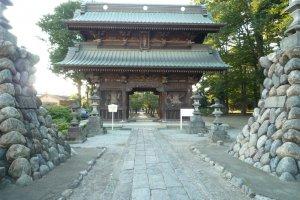The massive block of architecture, Kiso gate