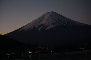 Bức ảnh về búi Phú Sĩ trước khi bình minh