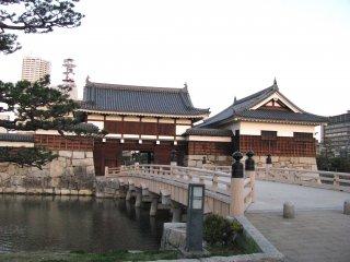 The gates to Hiroshima Castle